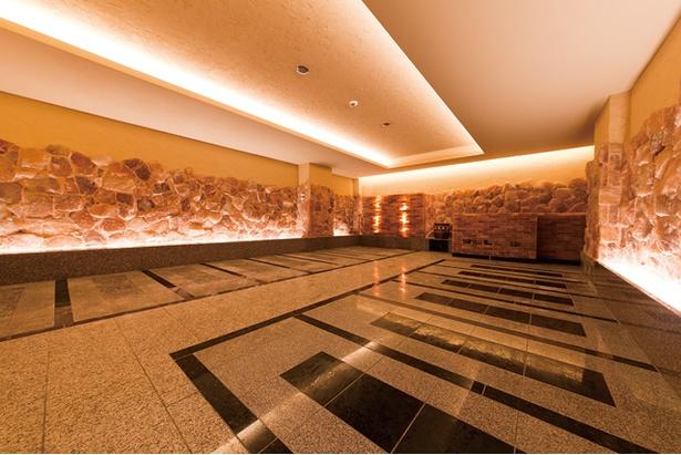 照葉スパリゾート / 九州最大級のスパリゾートには、温泉だけでなく岩盤房など施設が充実している