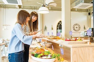 「旬の暦レストラン ダンザパデーラ 」では、米麹や酵素を使った料理、ビネガードリンクなど体が喜ぶメニューが食べ放題!