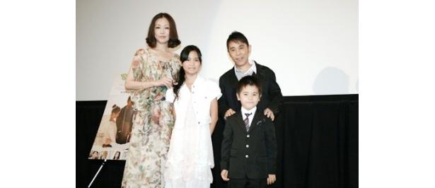 映画「てぃだかんかん〜海とサンゴと小さな奇跡〜」の初日舞台あいさつに、岡村隆史や出演者らが登場