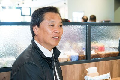 """「この大雄山駅前店を1号店として、今後、神奈川、東京に積極的に""""グローサラント""""を展開していきます」と語る鈴木農園の代表取締役・鈴木栄一さん"""