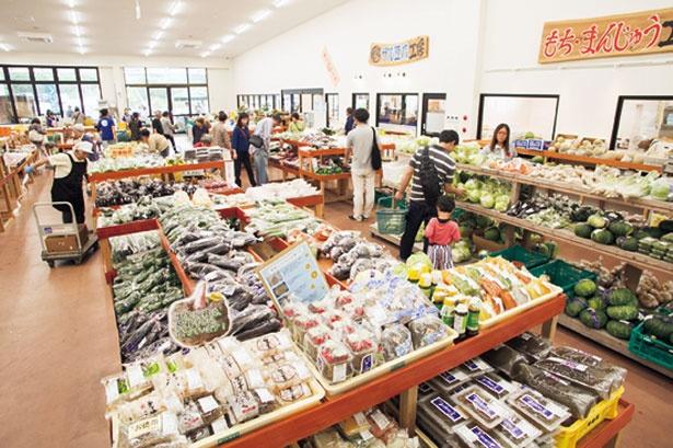 「やさい直売所 マッちゃん」。農家直送の野菜が店頭に並ぶ
