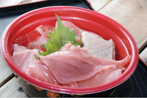 「唐戸市場」を訪れるなら、マグロなどの海鮮丼も見逃せない