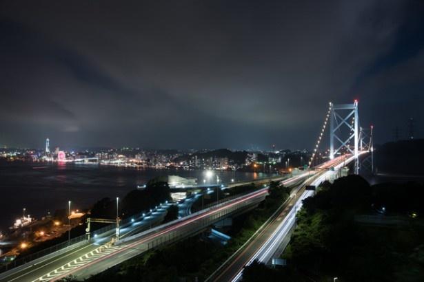 【写真を見る】関門海峡と関門橋を一望!「和布刈公園」第2展望台からの景観