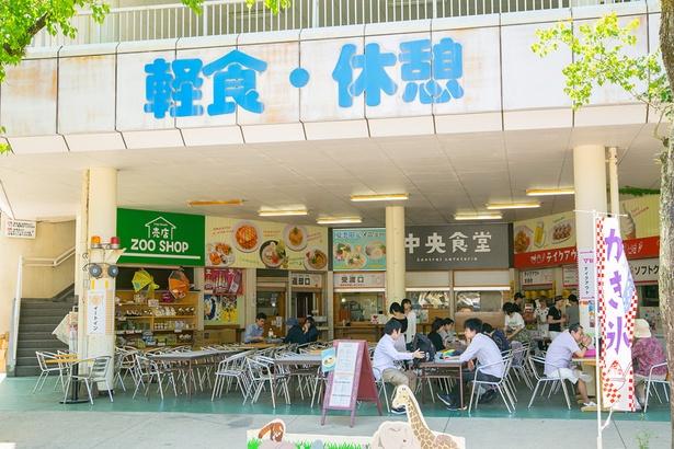 正門近くの中央食堂。食堂はほかに「科学館横食堂」も