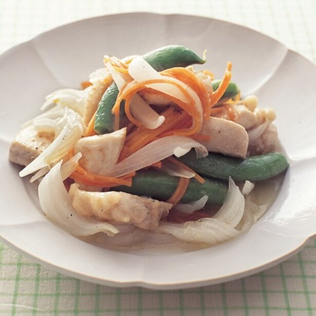 野菜の甘みを感じられる「とりむねのマリネ蒸し焼き」