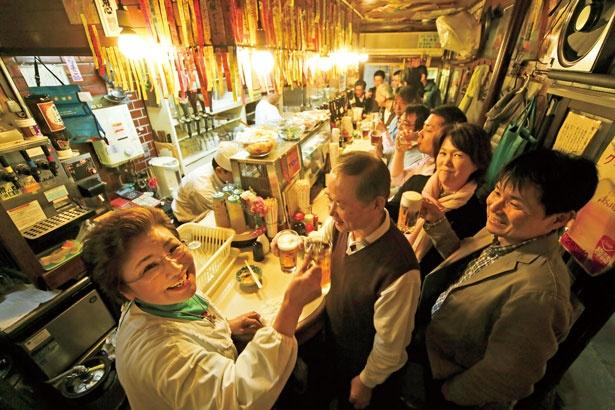 ワニ、ダチョウ、ナマズなど各地の珍味が味わえる天王寺の名物立ち飲みといえばココ!