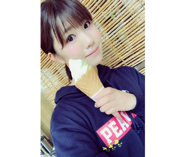 大好きなソフトクリームを片手に、ゴキゲンな私♪