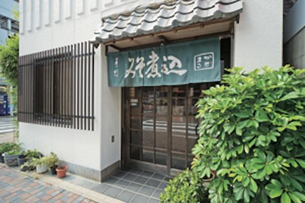 久屋大通駅を東に徒歩3分、桜通から一本入ったところに居を構える / 角丸