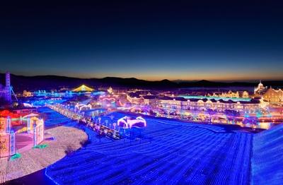 世界最大1,300万球が輝く夜景 ハウステンボス 花と光の王国 / 開催中~5月6日(日)