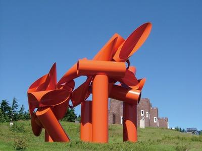 作品名「イリアッド・ジャパン」は高さ14mにもなる巨大な彫刻