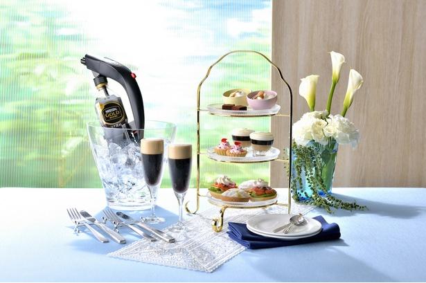 坂井シェフ・吉武シェフ考案の料理6品と「アイスクレマコーヒー」6杯分がセットになった「ネスカフェ アイスクレマコーヒー スペシャルセット」(1300円)