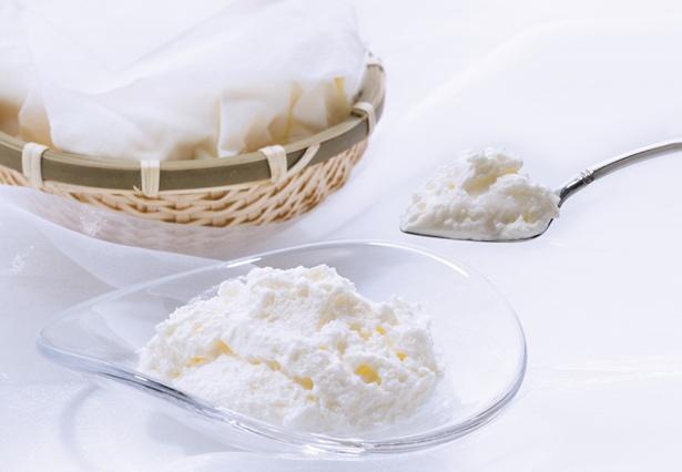 スポンジやタルト生地はいっさい使わずに仕上げた、 究極にシンプルなチーズケーキ