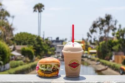 ロサンゼルス発のドリンクもセットで味わいたい