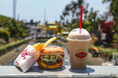 天気の良い日にはテイクアウトをして外で食べるのも良し