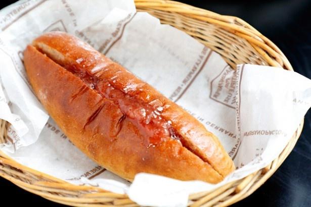 店長のイチオシは、懐かしい味わいの「阿蘇高原いちごジャムパン」(190円)