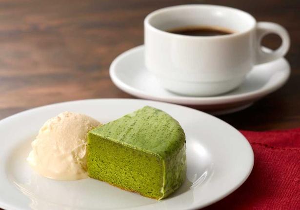 「カフェドパリ」のコーヒー&プティガトー(抹茶のケーキ)セット999円