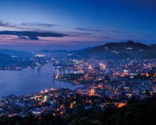 「鍋冠山展望台」からの美しい眺めは見るものを圧倒する