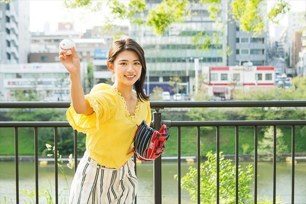 野球女子・坪井ミサトがスーパー大麦を使用したヘルシーおむすびを持ってピクニック♪