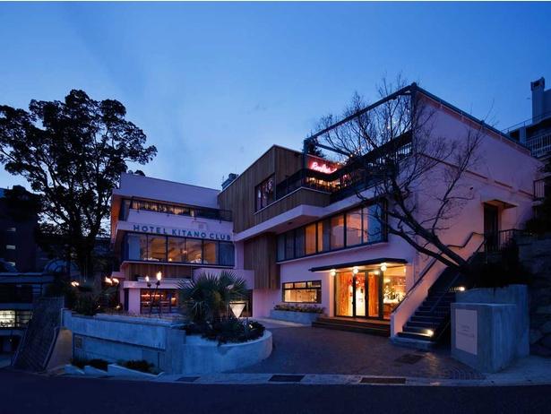 レストランや屋上のルーフトップサンセットからは神戸の夕陽や夜景が一望でき、ロマンチック