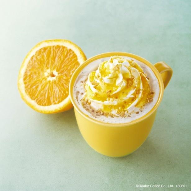 【写真を見る】「オレンジ・ブリュレラテ(ホット・アイス)」は4月25日(水)までの販売