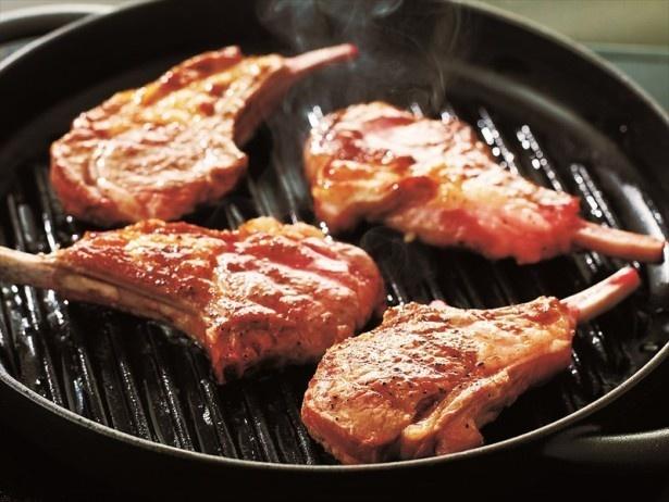 【写真を見る】ラム肉の魅力を存分に味わえる