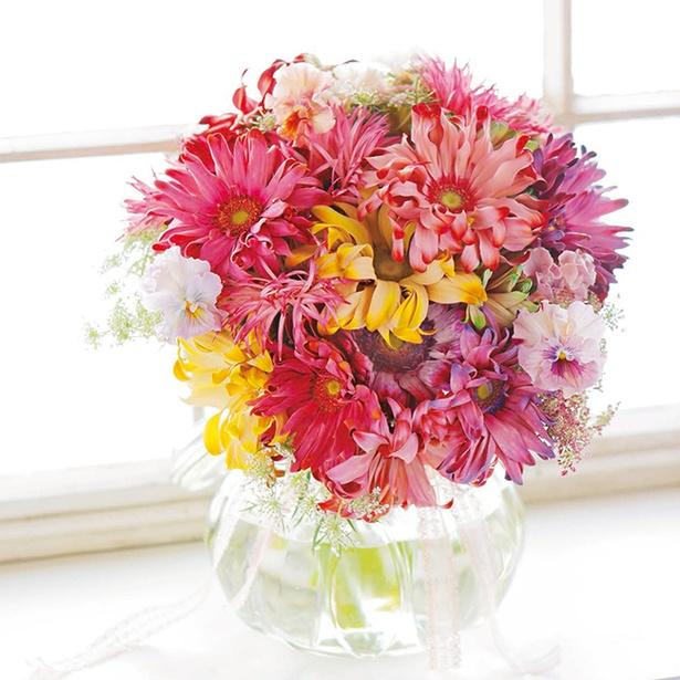 【写真】カールの花びらが柔らかに波打つフェミニンブーケ