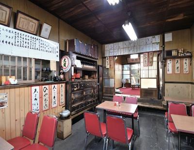 昭和にタイムスリップしたような雰囲気の店内/ 山田屋