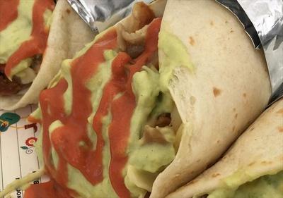 メキシコ料理定番のブリトーは食べ歩きにもぴったり