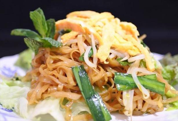 カンボジア風の焼きうどん「ロート・チャー」