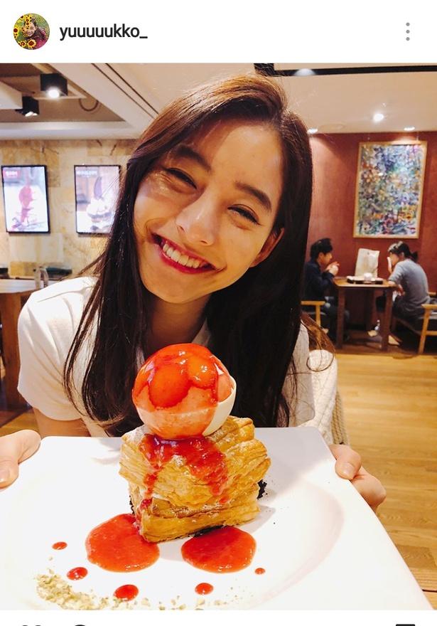 """【写真を見る】新木優子の""""究極の笑顔""""に、見ているコチラが幸せになりそう!"""