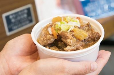 同じく「葉山食房ミラマール」の「牛スジ赤ワイン煮」(540円)。じっくり煮込まれた牛スジのダシが絶品