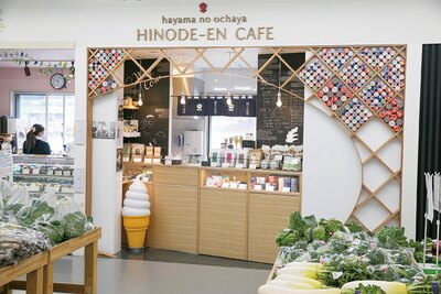 ハヤマステーションから逗子に抜ける山の中腹に本店がある「日の出園」もテナントの一つ。本店はかき氷が人気なのに対して、ここではソフトクリームを販売