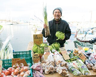 葉山町漁業協同組合の協力のもと鐙摺(あぶずり)港での開催が実現。漁船とヨットが仲良く停泊する姿が見られるのも葉山ならではの光景