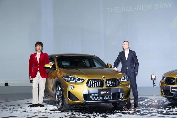 BMWと香取のコラボムービーはすでに撮影に入っているという。(右はビー・エム・ダブリュー株式会社 代表取締役社長 ペーター・クロンシュナーブル氏)