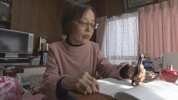 【写真を見る】関根さんの詩を受け、佐竹未有希がアートを製作