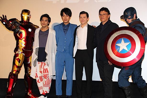 【写真を見る】アイアンマン、キャプテン・アメリカもフォトセッションに参戦!