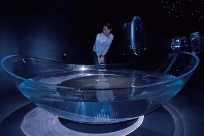 ユニークな形の水槽/海遊館 海月銀河