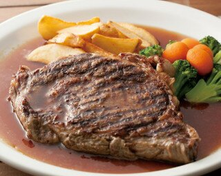 「Michele Brown steakhouse」 の「アンガス牛リブロースステーキ レギュラー」(5389円)はボリューム満点!