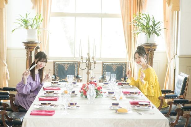 西郷從道邸の室内で、食事中の貴婦人風!?