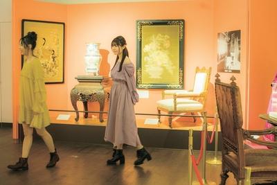 鹿鳴館や皇室ゆかりの品々を展示している