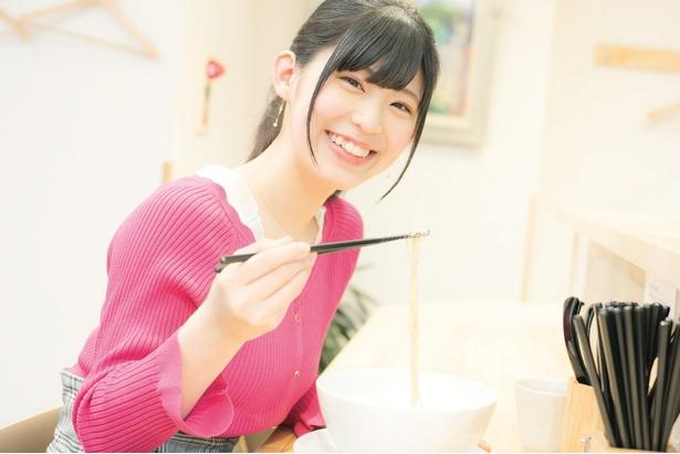 麺は北海道産の国産小麦を使用した自家製麺だ