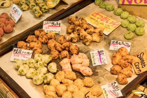 「枝豆よせ揚げ」(100g162円)や「とろけるタマネギ」(100g162円)、「えそもろこし」(100g162円)など、色鮮やかな練り物