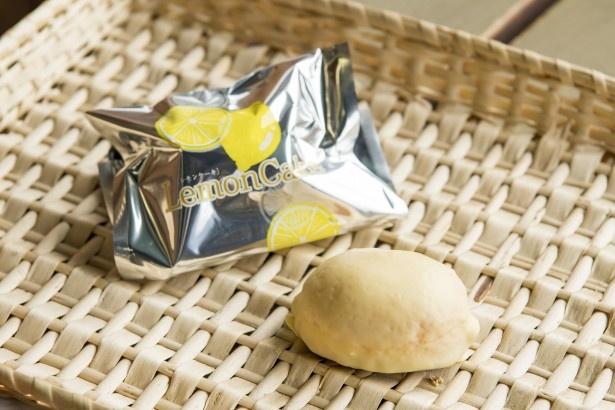 「レモンケーキ」(160円)は、レモンチョコレートでコーティングしたさわやかな甘さ