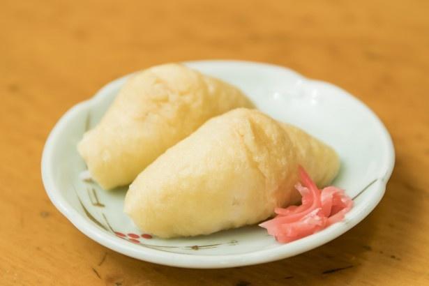 「いなり」(1皿160円)。甘めの揚げ、酢飯の塩梅もよくうどんダシとの相性抜群