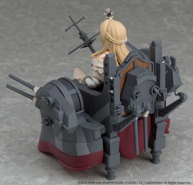 艤装は変形式となっており、背面に背負えるほか、椅子のようにする事も可能