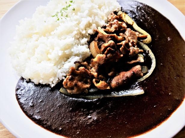 「カフェ シエスタ」による「黒カレー」(600円~)のイメージ