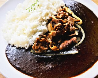 J1名古屋グランパスが開催する「カレーフェスタ」で、こだわりカレーを味わおう!できれば勝利も!!