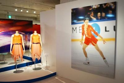 会場では全国初展示となる衣装や、銀メダルの実物など貴重アイテムを見ることができる