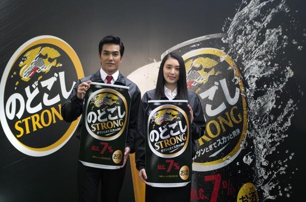 キリンビール「のどごしSTRONG」の体験イベントに俳優の北村一輝、女優の栗山千明が出席