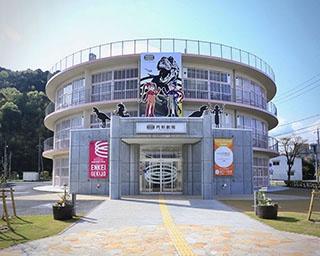 小学校の校舎を改装して誕生した「円形劇場 くらよしフィギュアミュージアム」